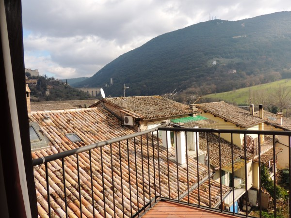 Appartamento in vendita a Spoleto, Centro Storico, Con giardino, 82 mq