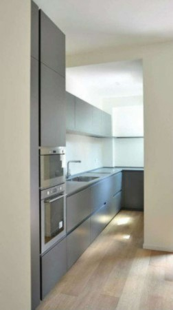 Appartamento in vendita a Milano, Arredato, con giardino, 80 mq