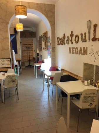 Locale Commerciale  in vendita a Torino, Arredato, 300 mq - Foto 1
