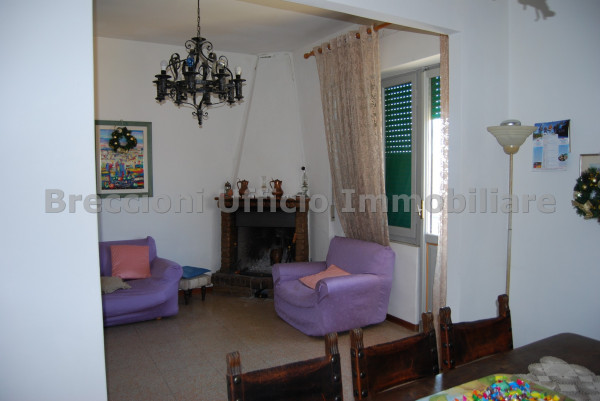 Appartamento in vendita a Trevi, Centrale, Con giardino, 90 mq