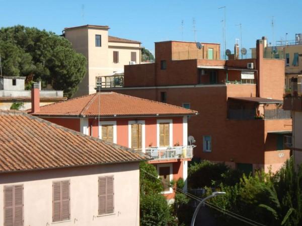 Appartamento in vendita a Roma, Pisana, 70 mq