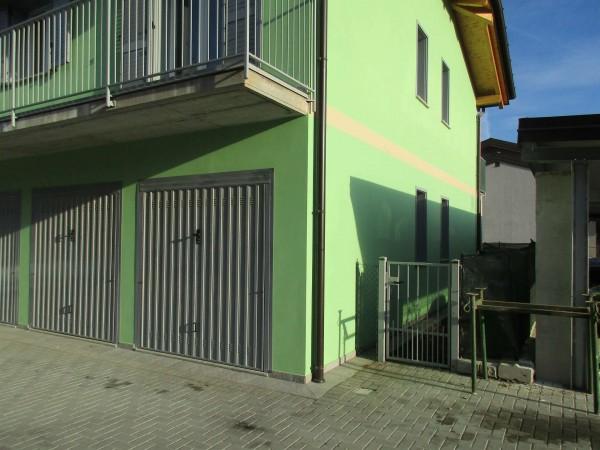 Appartamento in vendita a Caravate, Con giardino, 80 mq