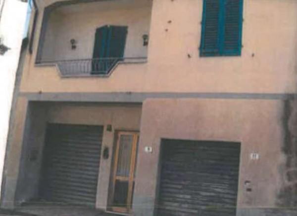 Casa indipendente in vendita a Prato, Con giardino, 196 mq