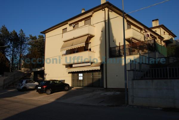 Negozio in vendita a Trevi, Frazione, 110 mq