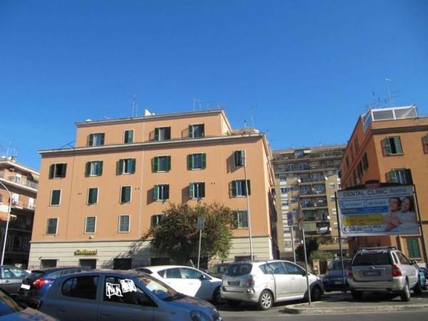Appartamento in vendita a Roma, Numidio Quadrato, 77 mq