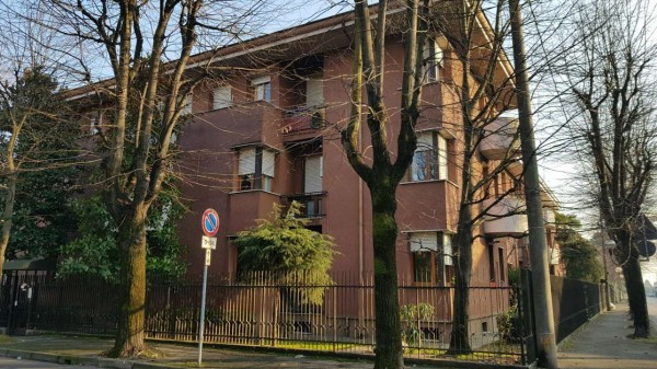 Appartamento in vendita a Desio, Zona Parco / Confine Muggio', Con giardino, 70 mq