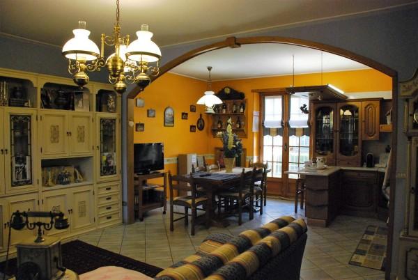 Villa in vendita a Vinovo, Semicentrale, Con giardino, 150 mq