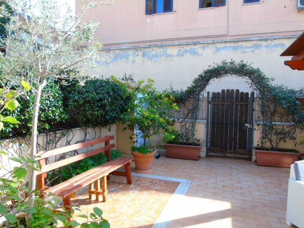 Villetta a schiera in vendita a Roma, Statuario, Con giardino, 120 mq
