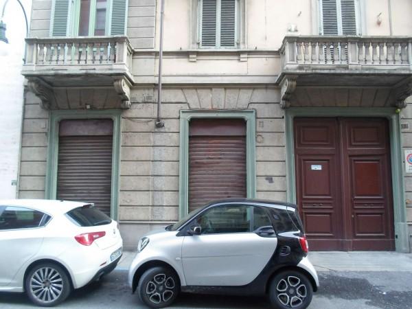 Negozio in vendita a Torino, Cit Turin, 70 mq