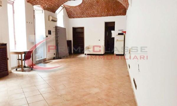 Locale Commerciale  in affitto a Milano, Lima, 80 mq