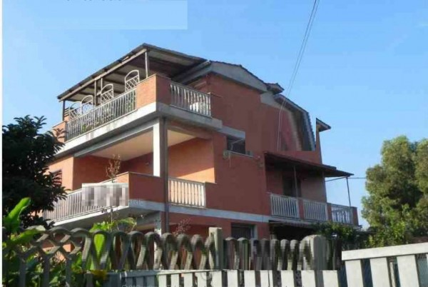 Appartamento in vendita a Pomezia, 76 mq