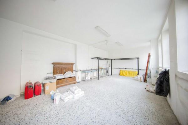 Locale Commerciale  in vendita a Milano, Affori Centro, 50 mq