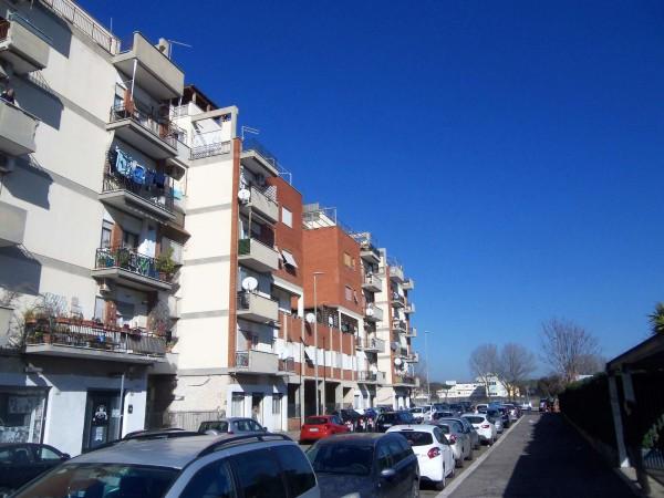 Appartamento in vendita a Roma, Con giardino, 55 mq