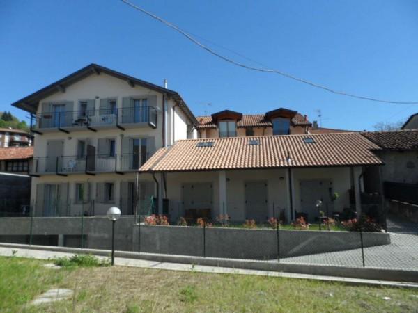 Appartamento in vendita a Gavirate, Centro, Con giardino, 80 mq