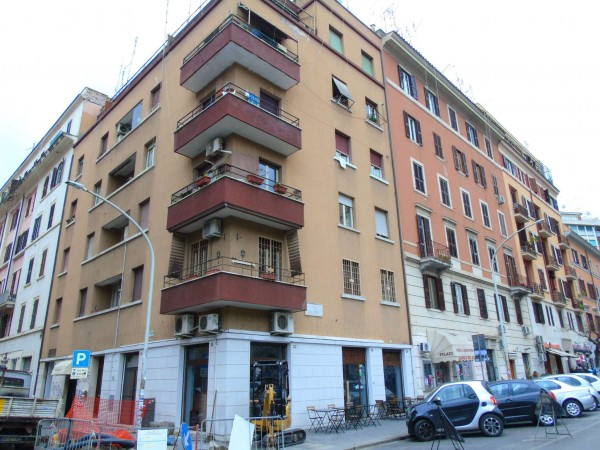 Appartamento in vendita a Roma, Re Di Roma, 63 mq
