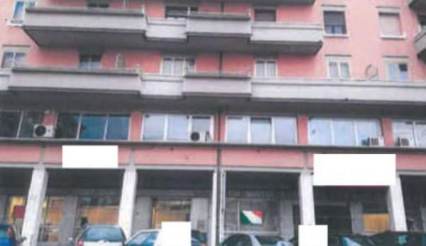 Appartamento in vendita a Prato, 58 mq