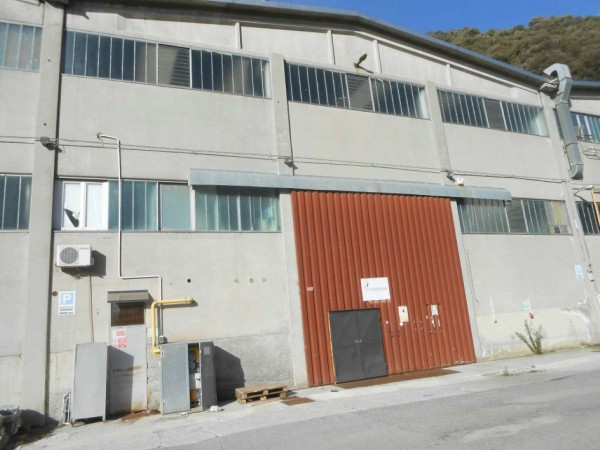 Capannone in vendita a Genova, 950 mq - Foto 1