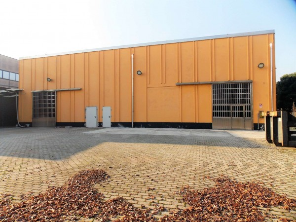Capannone in vendita a Assago, Zona Commerciale/industriale, Con giardino, 660 mq