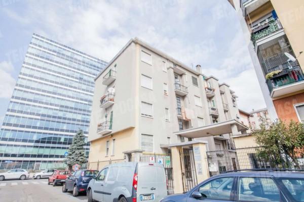 Appartamento in vendita a Milano, Affori Centro, Con giardino
