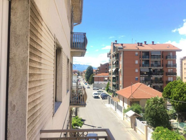 Appartamento in vendita a Collegno, Centro, 60 mq