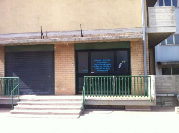 Locale Commerciale  in affitto a Modugno, Piscina Dei Preti Nei Pressi Ex Hotel Bari Nord, 200 mq