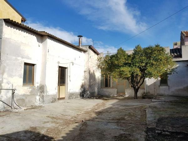Casa indipendente in vendita a Dolianova, Con giardino, 114 mq