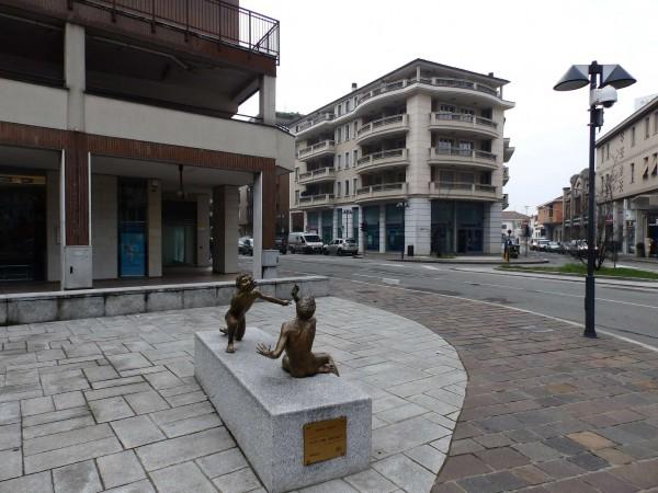Negozio in vendita a Seregno, Centro, 1200 mq