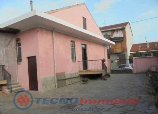Casa indipendente in vendita a Torino, Mirafiori Sud, 200 mq