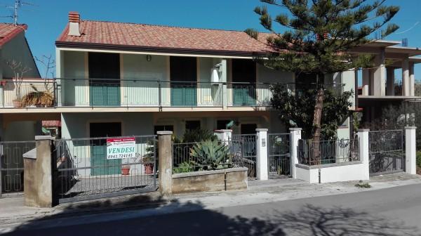 Villetta a schiera in vendita a Sant'Agata di Militello, Semicentrale, Con giardino, 200 mq