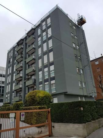 Appartamento in vendita a Corsico, Con giardino, 75 mq