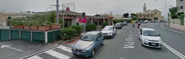 Locale Commerciale  in vendita a Genova, Arredato, 150 mq