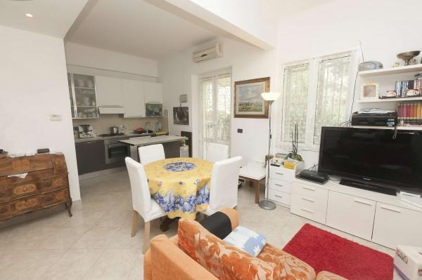 Appartamento in vendita a Genova, Arredato, con giardino, 70 mq