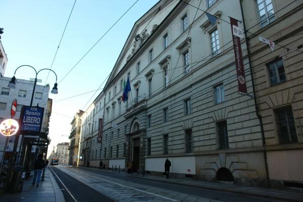 Locale Commerciale  in vendita a Torino, Residenziale, Arredato, 220 mq