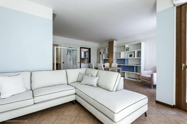Villa in vendita a Corbetta, Corbetta, Con giardino, 250 mq