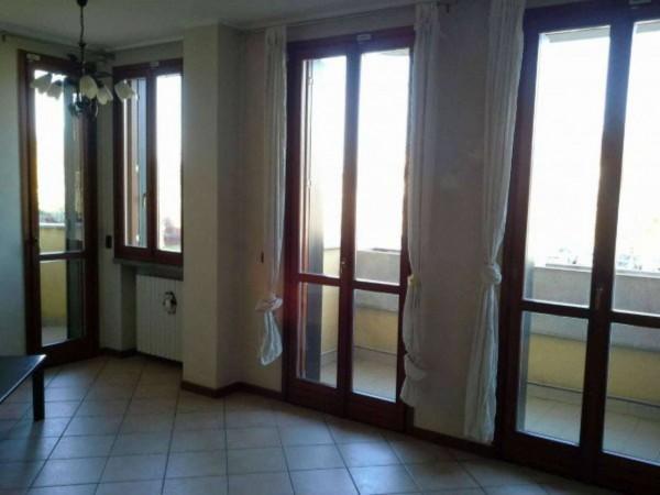 Appartamento in vendita a Corbetta, Centrale, Con giardino, 90 mq