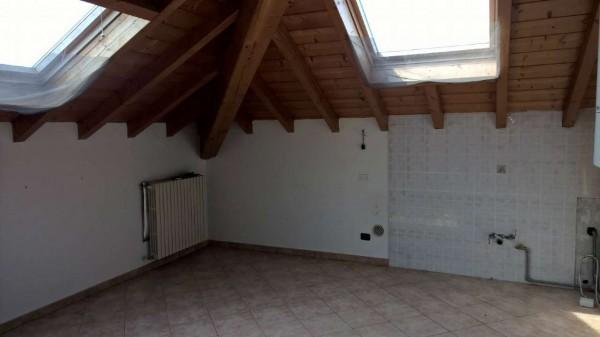 Appartamento in affitto a Corbetta, Semi Centrale, Con giardino, 75 mq