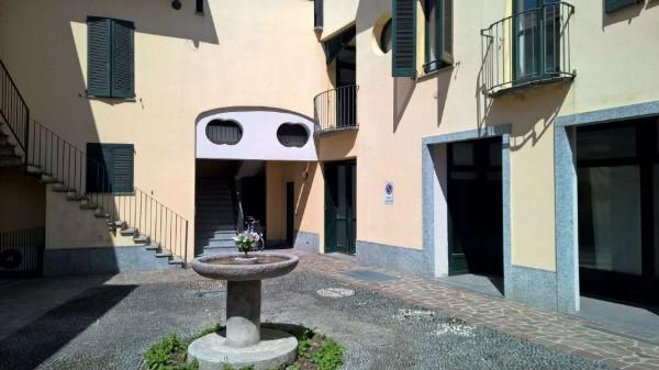Locale Commerciale  in vendita a Cuggiono, Centro, 84 mq