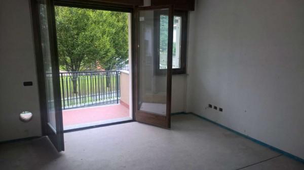 Appartamento in vendita a Vittuone, Residenziale, Con giardino, 90 mq