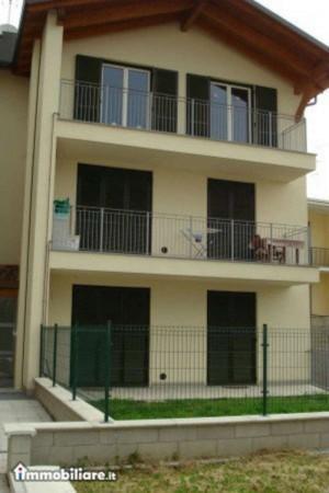 Appartamento in vendita a Caronno Pertusella, Con giardino, 103 mq