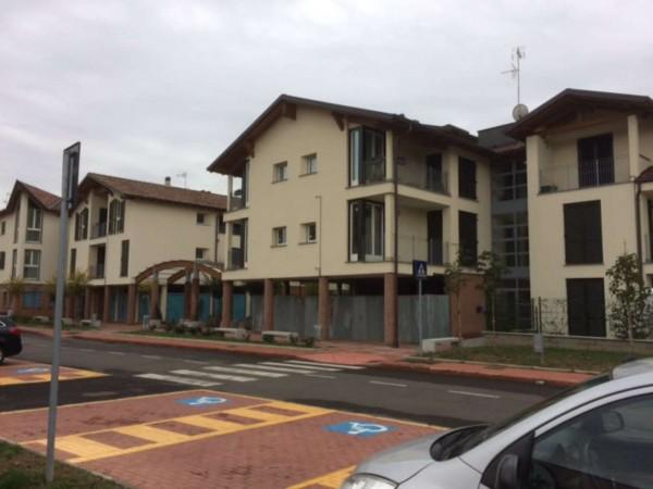 Appartamento in vendita a Caronno Pertusella, Con giardino, 104 mq