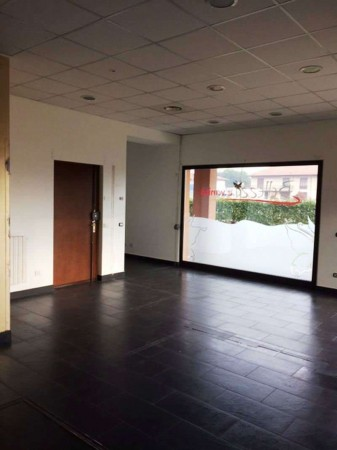 Negozio in affitto a Caronno Pertusella, Stazioni, 79 mq - Foto 4