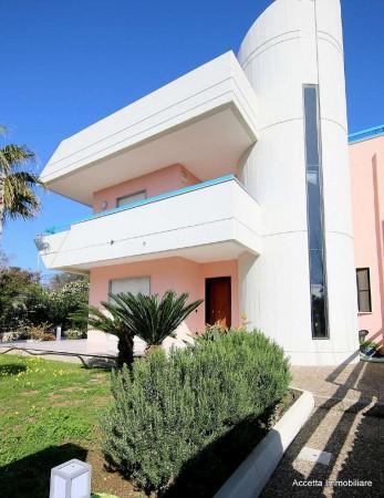 Villa in vendita a Taranto, Residenziale, Con giardino, 132 mq
