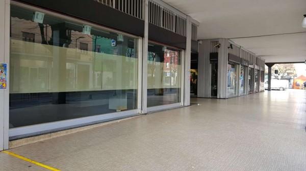 Locale Commerciale  in affitto a Cusano Milanino, Centro, 200 mq - Foto 1