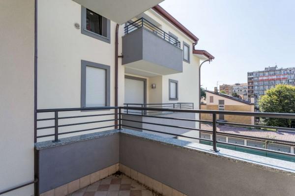 Appartamento in vendita a Cernusco sul Naviglio, Con giardino, 219 mq
