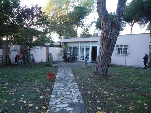 Villa in vendita a Roma, Mezzocammino, Con giardino, 140 mq