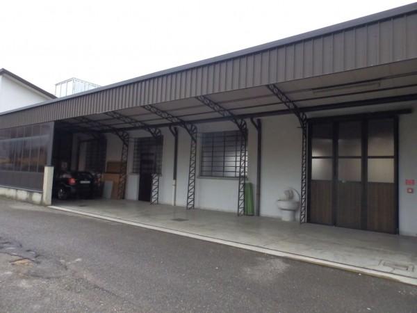 Locale Commerciale  in vendita a Mariano Comense, 300 mq