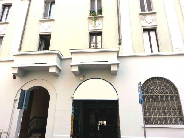 Capannone in vendita a Milano, Washington, 1000 mq