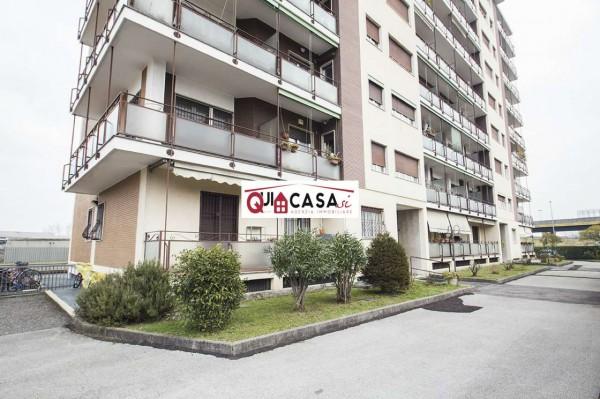 Appartamento in vendita a Lissone, Zona Bowling, Con giardino, 72 mq