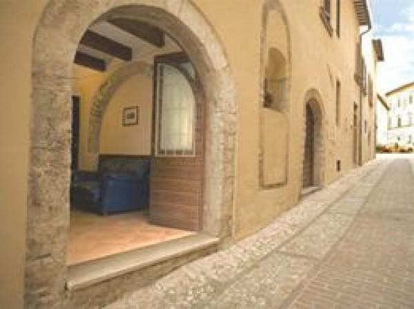 Appartamento in affitto a Trevi, Centrale, 55 mq