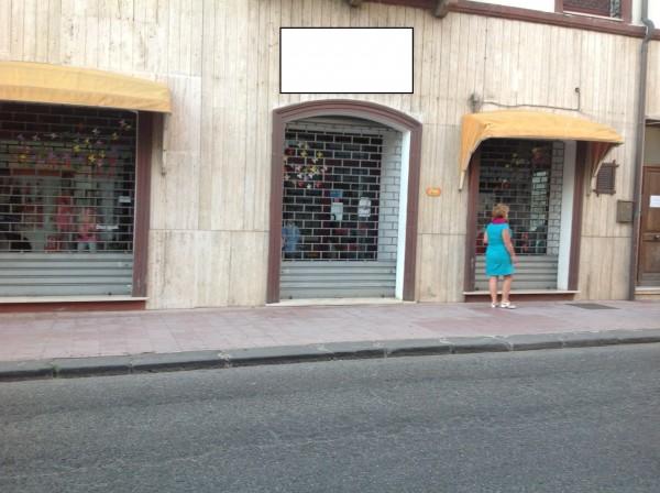 Locale Commerciale  in vendita a Macomer, Centrale, 100 mq